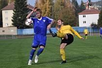 Vimperští fotbalisté (modré dresy) mají za sebou úspěšný podzim.