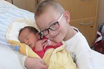 Karolína Hanzlovská se v prachatické porodnici narodila v pondělí 24. března v 16.25 hodin. Vážila 3,45 kilogramu. Rodiče Blanka a Lukáš jsou z Vimperka. Na sestřičku se velmi těšil bráška Mireček (7 let).