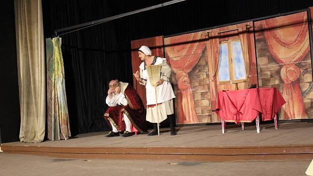 Klasická pohádka Sůl nad zlato bavila volarské malé diváky.