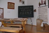 Ukázku toho, jak kdysi vypadala školní třída v Kvildě najdou návštěvníci v malém muzeu v budově Obecního úřadu Kvilda.