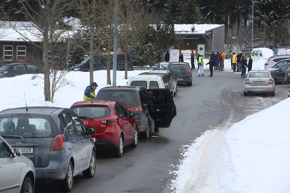 Pendleři na hraničním přechodu ve Strážném na Prachaticku v sobotu 13. února.