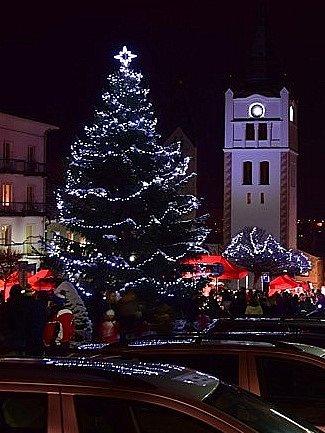 2. Vánoční strom ve Vimperku.