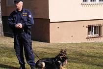 Stanislav Tatár s policejním psem Frenkem