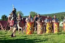 Římští legionáři a stateční barbaři bavili diváky ve Kvildě.