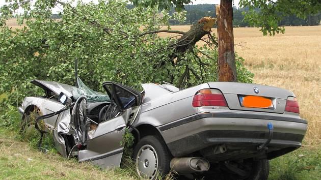 Při pondělní ranní nehodě mezi Němčicemi a Netolicemi zemřeli dva lidé.