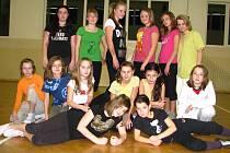 Starší děvčata z nového tanečního kroužku MH dancing.