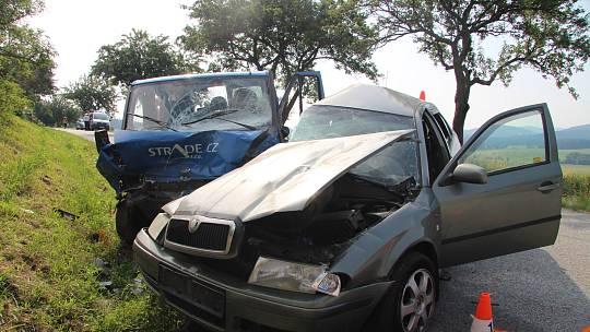 Tragická nehoda na silnici z Chocholaté Lhoty na Strunkovice nad Blanicí.Dvacetiletý řidič octavie zraněním podlehl na místě.