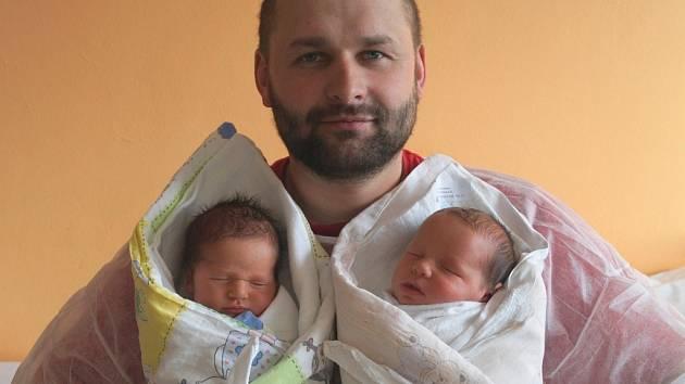 Kamil a Richard Půbalovi se v písecké porodnici narodili ve čtvrtek 19. února rodičům Renatě Rychlé a Miroslavu Půbalovi. Kamil vykoukl na svět v 8.32 hodin, vážil 3,05  kg a měřil 48 cm. Richard se narodil v 8.34 hodin, vážil 3,2 kg a měřil 48 cm.