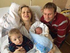 Lukáš Krejsa se narodil v prachatické porodnici ve čtvrtek 9. února ve 4.40 hodin rodičům Marii a Tomášovi z Prachatic. Vážil 3190 gramů. Na brášku se těší dvouletý Tomáš.