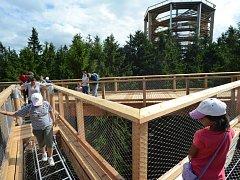 V pátek 20. července se slavnostně otevře Stezka korunami stromů i s vyhlídkovou věží.