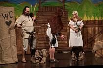 V pondělí 7. března zahájil Festival amatérského divadla Štít 2016. Úvodním představením byla Dívčí válka v podání Divadelního souboru Schody ze Sušice.