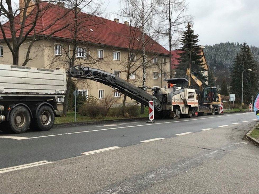 Opravy v Sušické ulici ve Vimperku jsou v plném proudu.