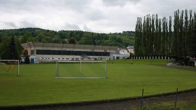 Ještě v letošním roce by se měl letní areál TJ Šumavan Vimperk dočkat odkanalizování a provzdušnění fotbalového hřiště.