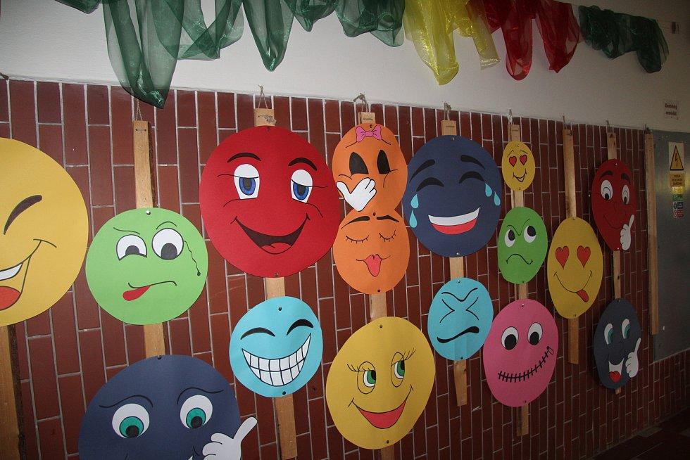 Opravené sociální zařízení a několik tříd v ZŠ Národní v Prachaticích školáci užívají už od začátku září, v úterý 14. září ale došlo na jejich oficiální a slavnostní otevření.