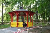 Štěpánčin park má nový altán.
