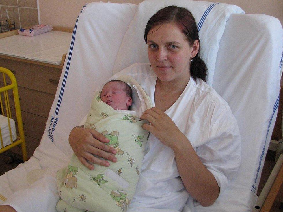 Nela Janderová se v prachatické  porodnici narodila 17. srpna 2011 v 9. 21 hodin, vážila 3450 gramů a měřila 49 centimetrů. Svou druhou dceru si Michaela Janderová odvezla do Husince, kde už  na ni čekala dvouletá sestra Nikola.