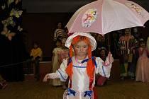 Volarské děti předvedly své masky při tanci.