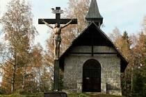Do konce října chtějí Stráženští stihnout opravu kaple Panny Marie. Dominuje totiž sjezdovce.