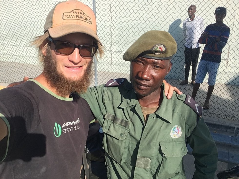 Tadeáš Šíma na kole dorazil do Namibie.