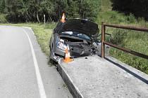U Solné Lhoty na Prachaticku se ve středu odpoledne stala tragická nehoda.Po nárazu auta do betonového mostku řidič zemřel.