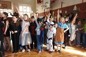 Školní karneval ve Vodňance v Prachaticích.