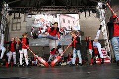 Deset choreografií předvedli na hlavním pódiu při sobotním programu Slavností Zlaté stezky v Prachaticích tanečníci ze studia Crabdance.
