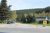 Křižovatka Fišerka ve Vimperku se ve spodní části opět vrací k pouze jednosměrnému provozu od Čkyně do města.