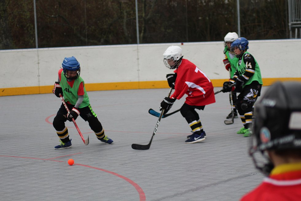 Seriál Hokejbal proti drogám začal turnaje 4. a 5. tříd.