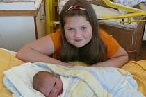 Petr Pešl se v prachatické porodnici narodil v neděli 21. února padesát pět minut před půlnocí. Vážil 3350 gramů. Rodiče Sandra a Petr si syna odvezli domů, do Prachatic. První fotografování malého Petra si nenechala ujít desetiletá sestřička Laurinka.