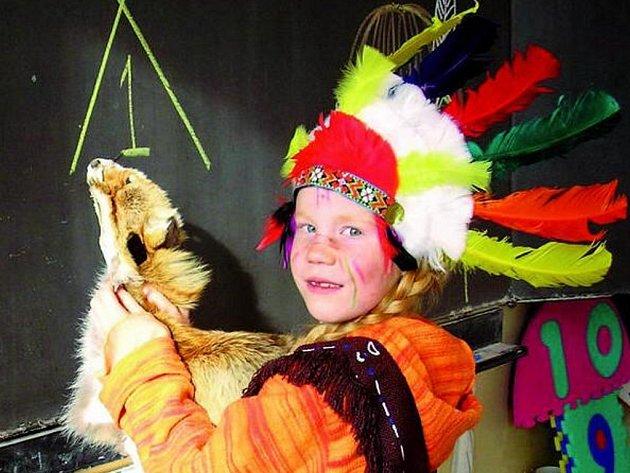 ZÁBAVNÉ VYUČOVÁNÍ. Žáci z I.B ze Základní školy ve Vodňanské ulici v Prachaticích prožili indiánský den.