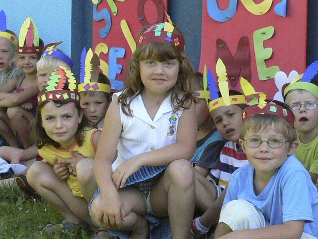 Děti z mateřské školy společně s učitelkami vymyslely vítězné logo s názvem Areál stAnožek. Ilustrační foto.