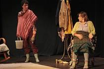 39. ročník divadelní přehlídky Štít zahájil v Městském divadle v Prachaticích soubor Rádobydivadlo Klapý s inscenací Kráska Leenane.