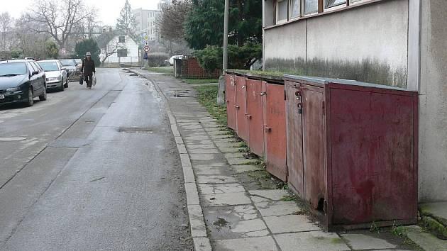Původní chodník v netolické Hornické ulici.