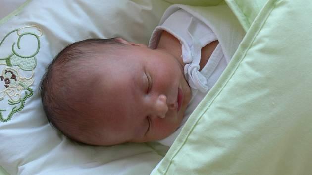 Josef Furiš se narodil v prachatické porodnici v neděli 9. prosince ve 23.30 hodin. Chlapeček vážil 3560 gramů a měřil 48 centimetrů. Rodiče Ludmila a Josef si prvorozeného syna odvezli domů, do Zbytin.