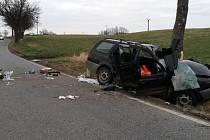Tragická nehoda na silnici mezi Lhenicemi a Hrbovem.