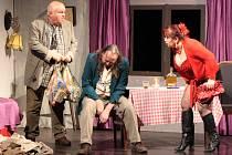 První polovinu letošního ročníku divadelní přehlídky Štít uzavřel v úterý v Prachaticích Divadelní soubor PIKI Volyně a jeho Monsieur Amédeé.