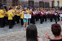 """Všechny orchestry, které v sobotu zavítají na prachatické náměstí, zahrají společně čtyři skladby. Každé z nich bude """"šéfovat"""" jiný dirigent."""