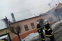 Zatím z neznámých příčin vznikl v úterý v noci požár rekreační chalupy v Dubu u Prachatic.