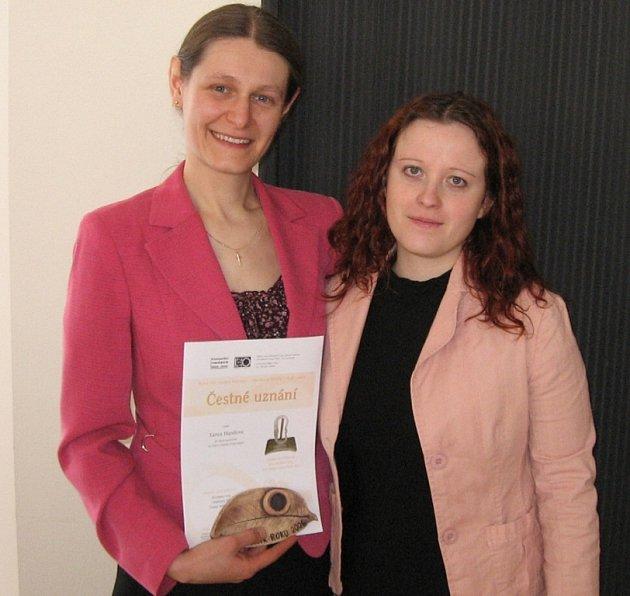 Výherkyně ceny Lenka Hanžlová (vlevo)
