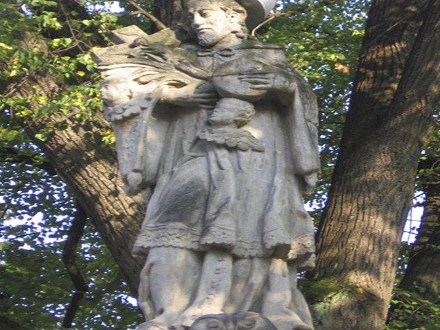 Doposud neznámý zloděj ukradl z kapličky ve Lčovicích sochy čtyř světců a způsobil škodu za více než sto sedmdesát tisíc korun. Ilustrační foto.
