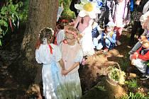 Děti z Vodňanky otevřely studánku u Lipového dvora v Prachaticích.