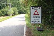 Na uzavírku upozorňuje dopravní značení i na vozovce z Mahouše do Němčic.