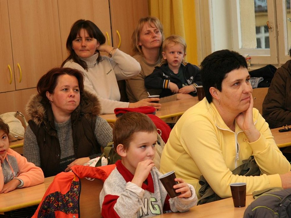 Čtení mateřídouškovým dětem ve druhé třídě Základní školy ve Vodňanské ulici v Prachaticích.