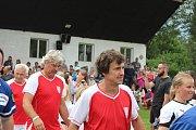 Strunkovická stará garda se rozešla s týmem sportovců a umělců smírně 8:8.