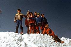 Prachatice a zážitky dětí při výletech a sportovních kláních pořádaných bývalým Domem dětí a mládeže v Prachaticích.