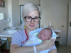 Dominik Debnár se v prachatické porodnici narodil v úterý 1. listopadu patnáct minut před půlnocí. Při narození vážil 3600 gramů. Rodiče Silvie a Jakub si prvorozeného syna odvezou domů, do Vimperka.