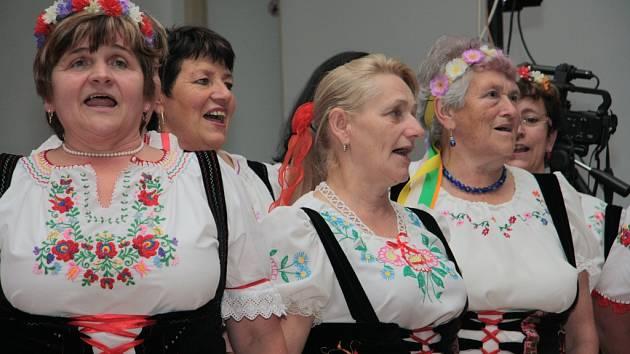 Společenský sál ve Zbytinách patří i setkání harmonikářů, které svým vystoupením obohatí i Zbytinské baby.