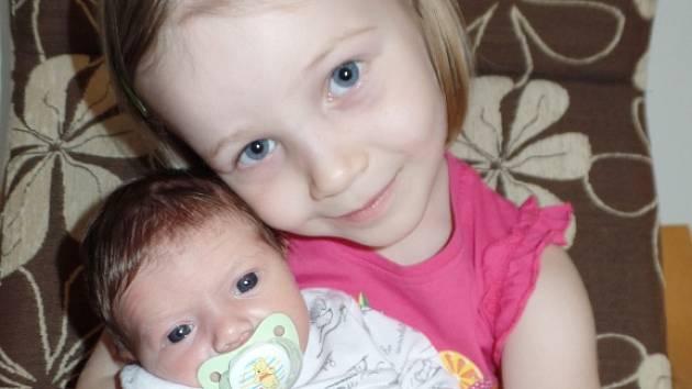 Nela Čermáková se v prachatické porodnici narodila ve čtvrtek 21. května v 15.20 hodin. Vážila 2920 gramů a měřila 49 centimetrů. Rodiče Veronika a Jiří Čermákovi si dceru odvezli domů, do Bušanovic, kde čekala sestřička Gabriela (4 roky).