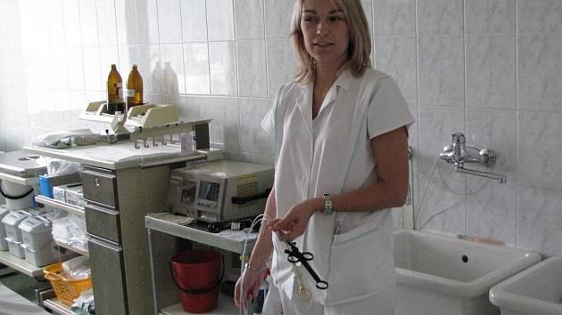 Na gastroenterologické ambulanci pomáhá pacientům i zdravotní sestra Radka Novotná.