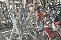Muž, který si odložil před zdíkovským domem své jízdní kolo, přišel jak o kolo, tak o mobilní telefon. Ilustrační foto.